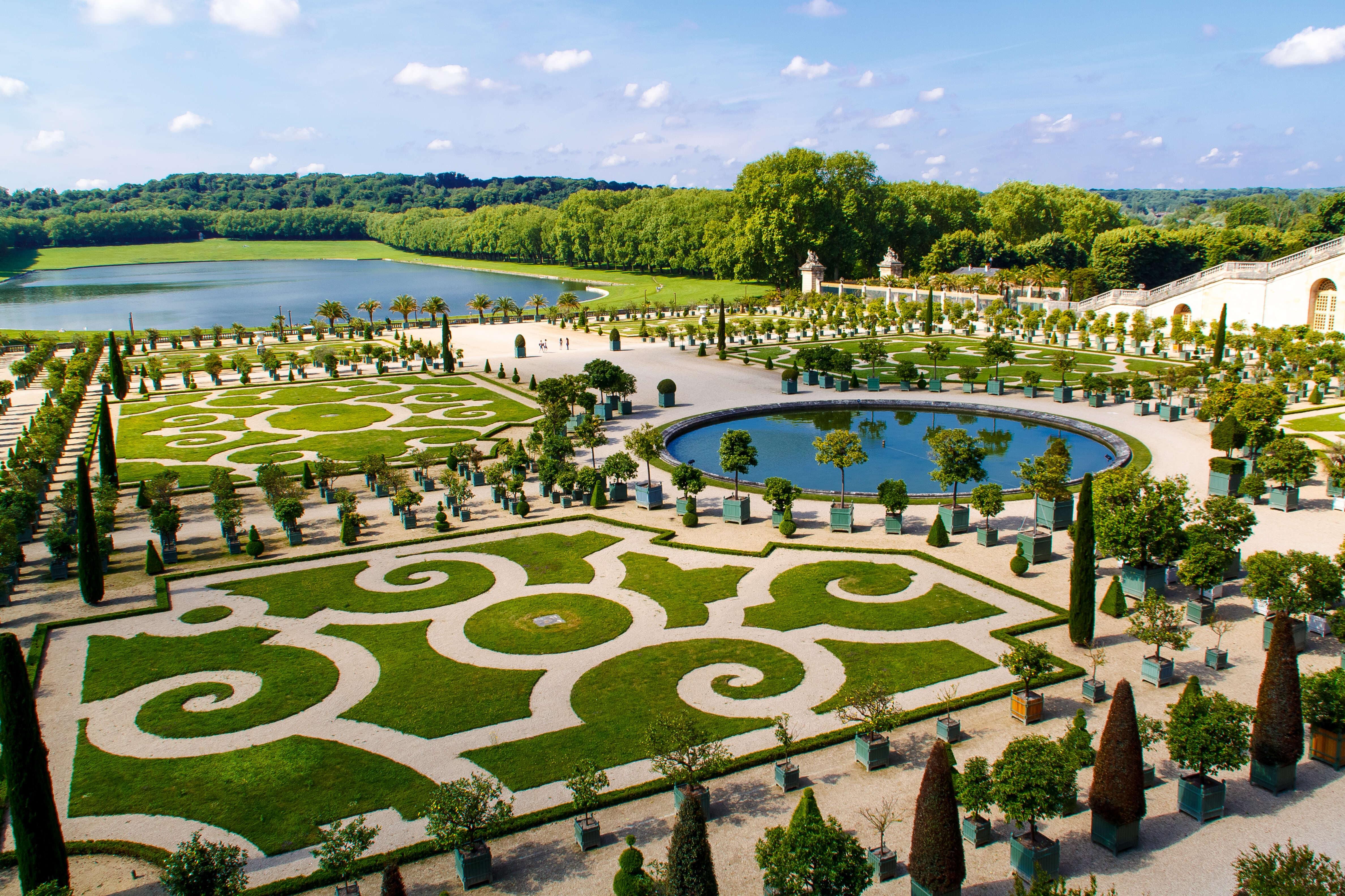 Gardens of versaille landscape maintenance